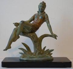 Junge Frau auf einem Baumstumpf sitzend (young woman sitting on a tree stump)