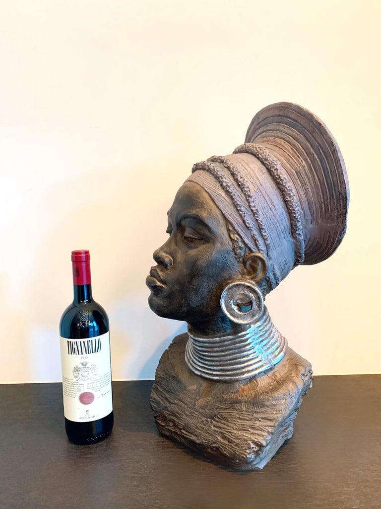 Large head sculpture of an African Woman - Tropical Exotic sculpture - Sculpture by Unknown