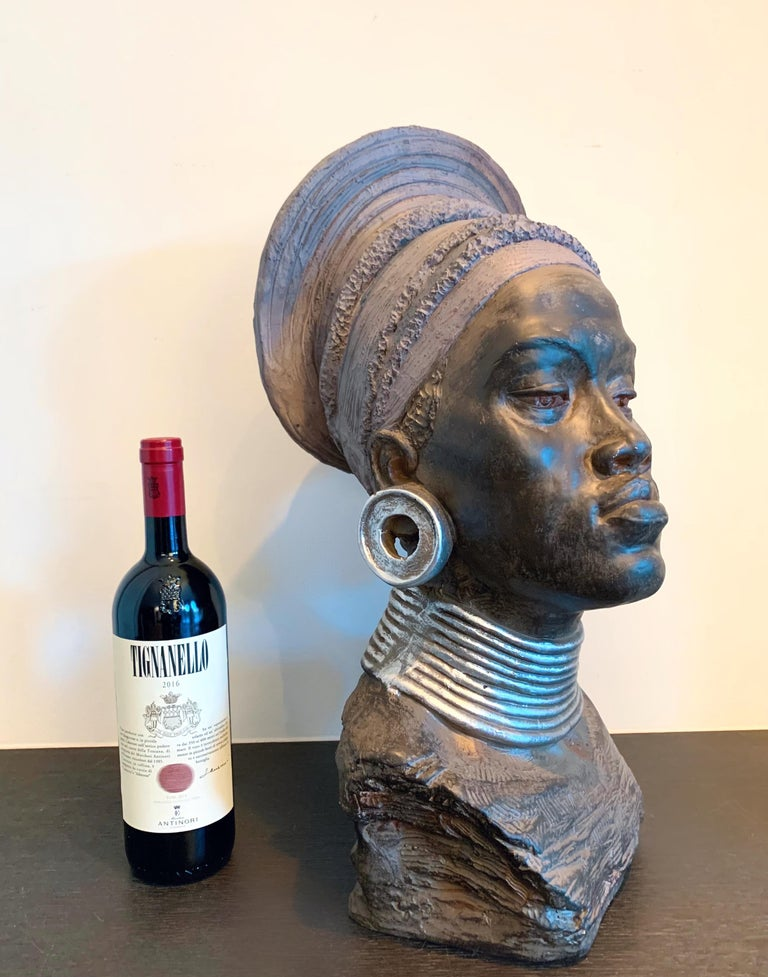 Large head sculpture of an African Woman - Tropical Exotic sculpture For Sale 1