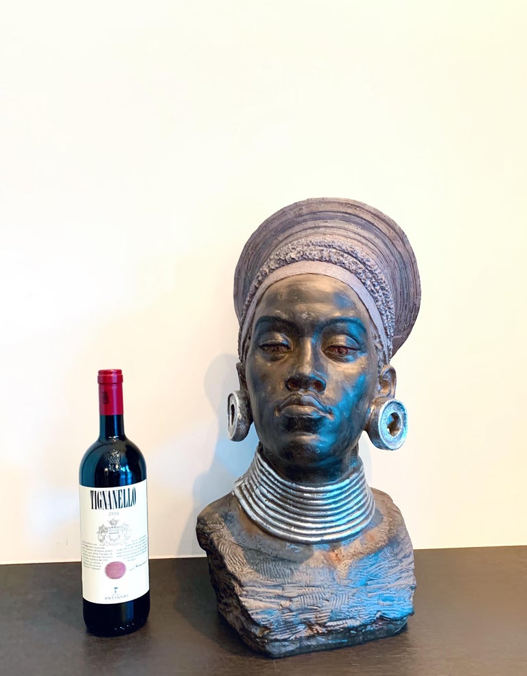 Unknown Figurative Sculpture - Large head sculpture of an African Woman - Tropical Exotic sculpture