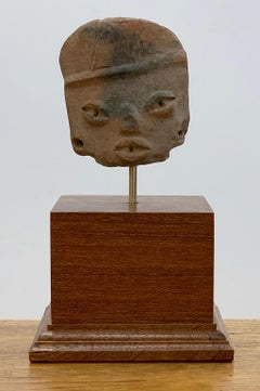 Small head of a flat figure with headdress - Michoacán - West Mexico.