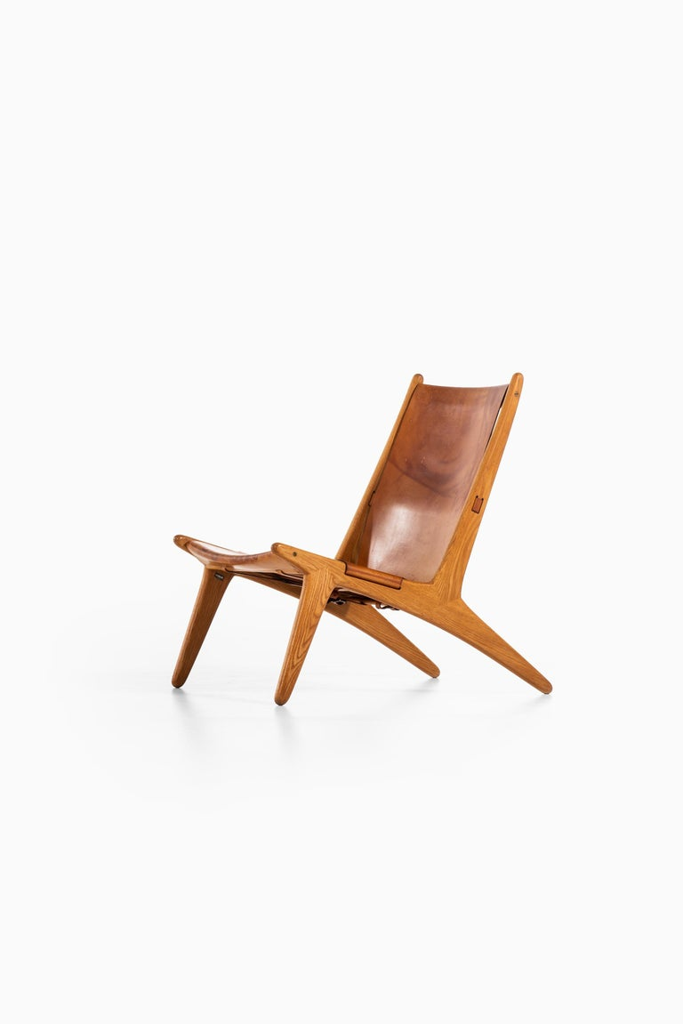 Rare hunting easy chair designed by Uno & Östen Kristiansson. Produced by Luxus in Vittsjö, Sweden.