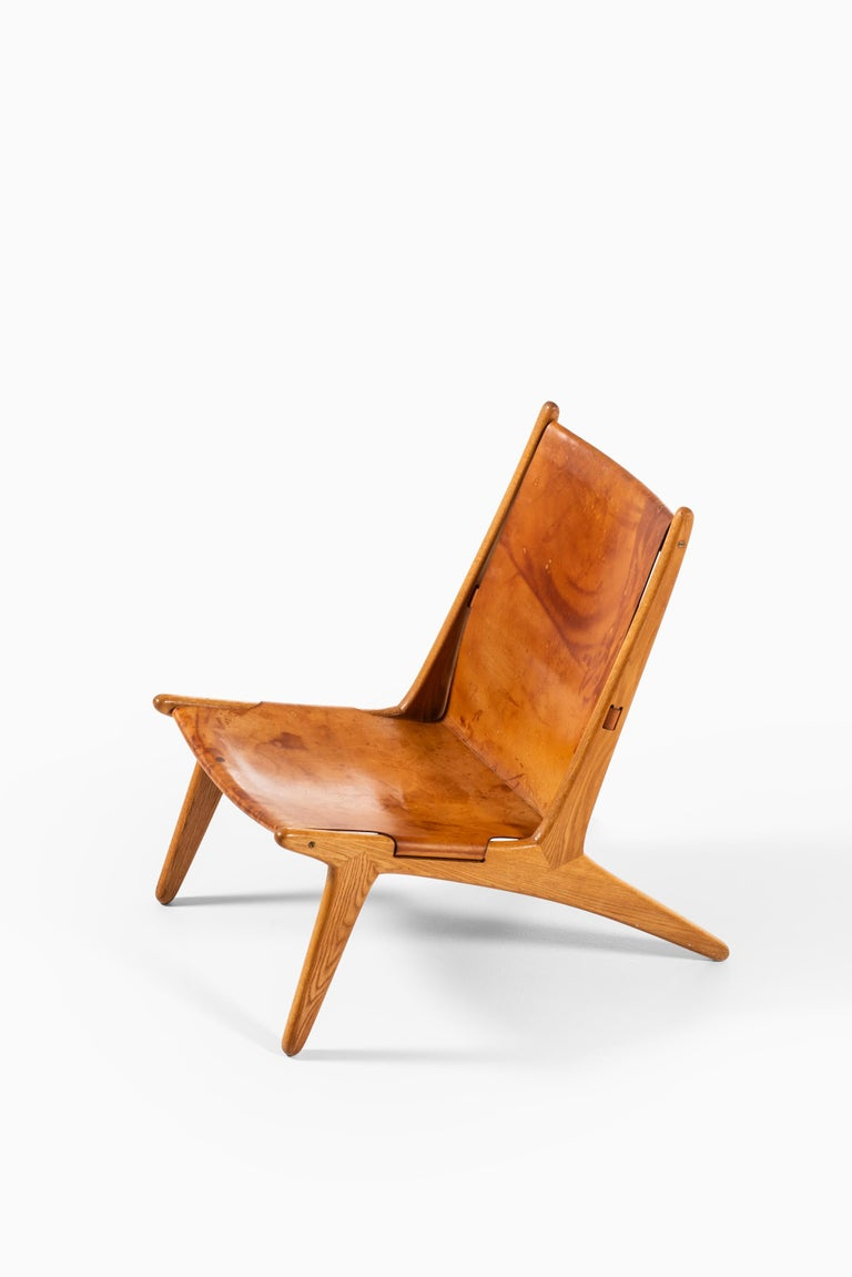 Mid-20th Century Uno & Östen Kristiansson Hunting Easy Chair Produced by Luxus in Sweden For Sale