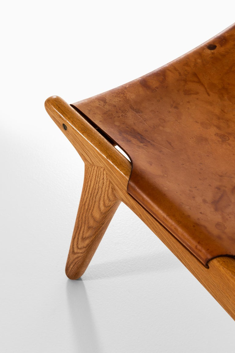 Uno & Östen Kristiansson Hunting Easy Chair Produced by Luxus in Sweden For Sale 1