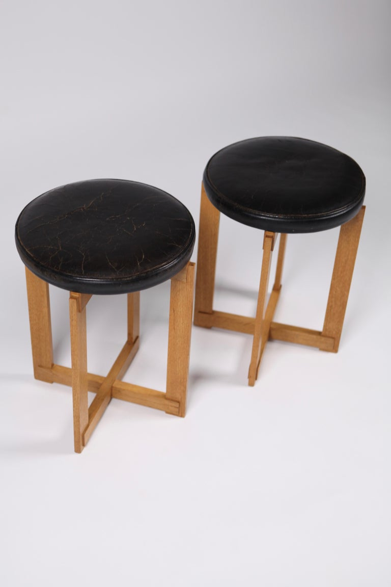 Swedish Uno & Östen Kristiansson, Rare Stools in Oak and Leather for Luxus, Sweden 1960s For Sale