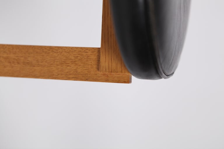 Uno & Östen Kristiansson, Rare Stools in Oak and Leather for Luxus, Sweden 1960s In Good Condition For Sale In , DE
