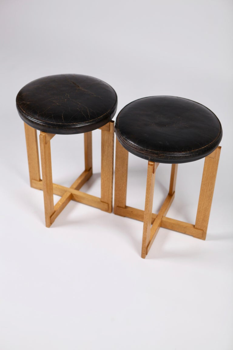 Uno & Östen Kristiansson, Rare Stools in Oak and Leather for Luxus, Sweden 1960s For Sale 3