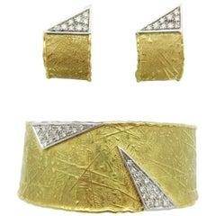 UnoAErre Wide Patterned Diamond Cuff and Earrings Set 18 Karat Gold