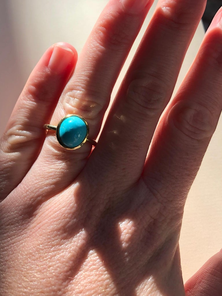 Untreated Turquoise and 18 Karat Gold Cocktail Ring For Sale 3
