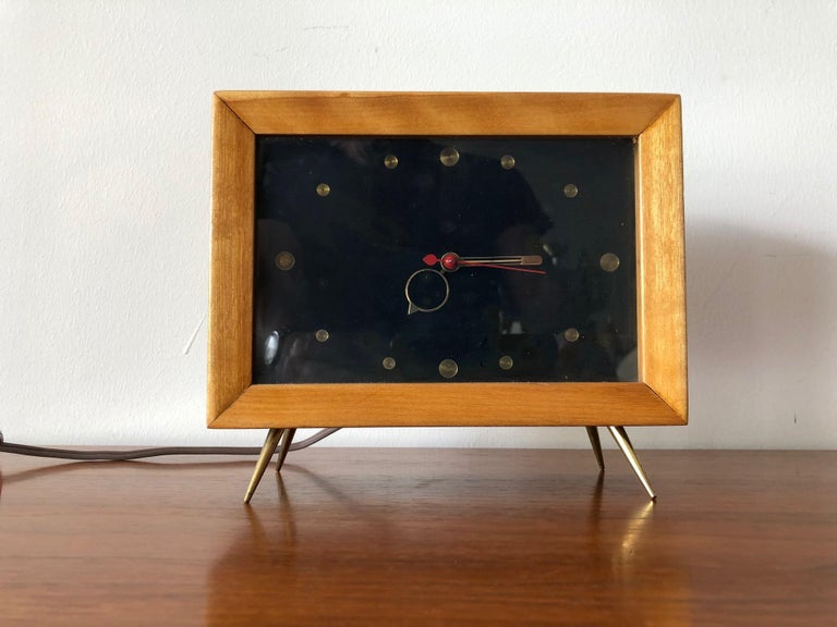 Unusual 1950s TV Clock In Good Condition For Sale In St.Petersburg, FL
