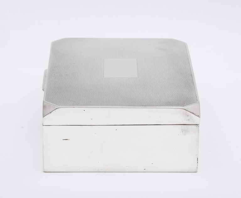 Unusual Art Deco Style Sterling Silver Table Box with Hinged Lid In Good Condition For Sale In New York, NY