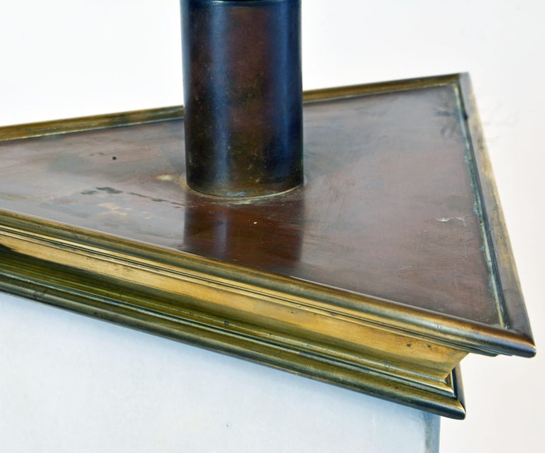 Unusual Large Midcentury Triangular Brass Mounted Onyx Table Lamp For Sale 4