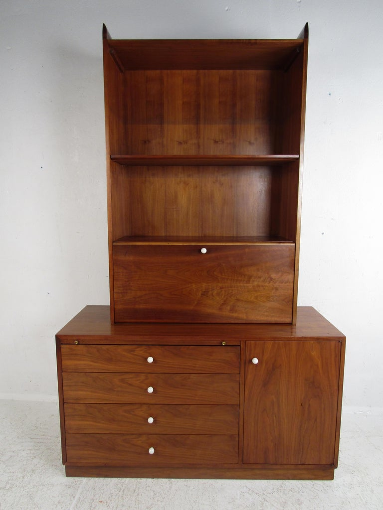 Unusual Mid-Century Modern Drexel Two-Piece Hutch In Good Condition For Sale In Brooklyn, NY