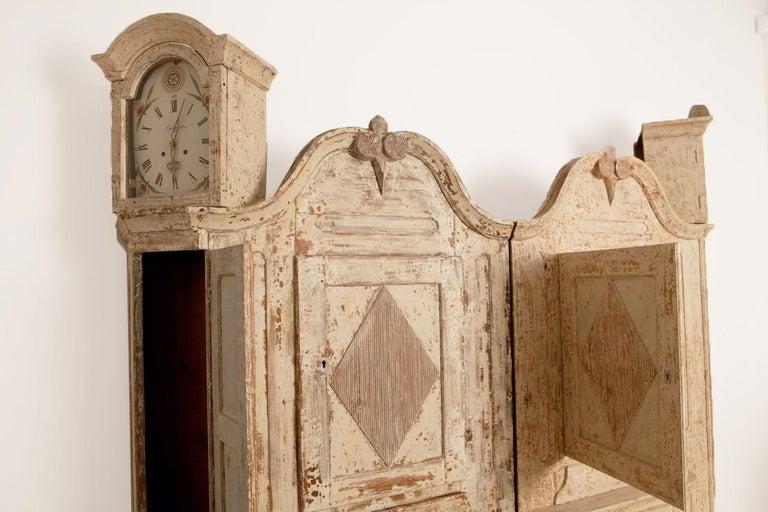 18th Century and Earlier Unusual Pair of Gustavian Corner Clock Cabinets, Origin Mora, Sweden, Circa 1780 For Sale