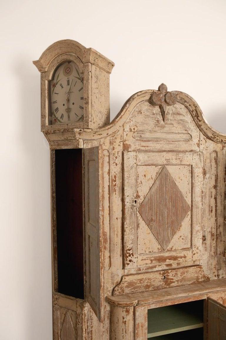 Unusual Pair of Gustavian Corner Clock Cabinets, Origin Mora, Sweden, Circa 1780 For Sale 2