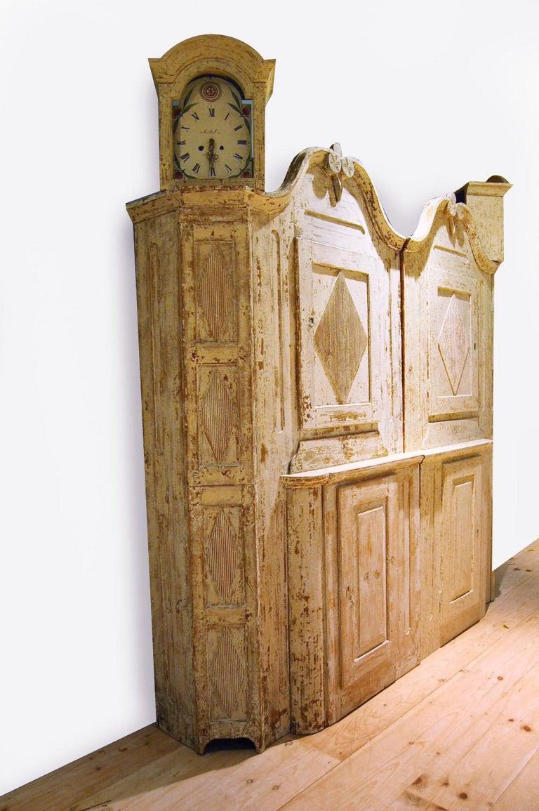 Unusual Pair of Gustavian Corner Clock Cabinets, Origin Mora, Sweden, Circa 1780 For Sale 4