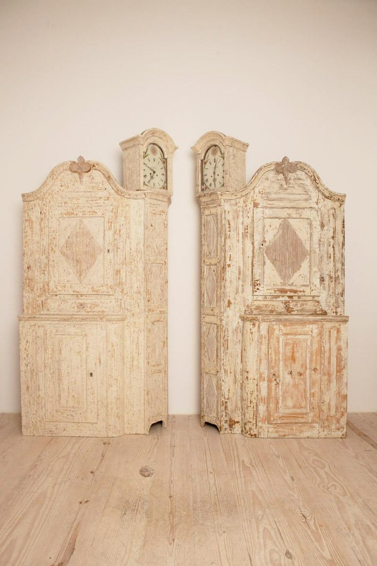 Unusual Pair of Gustavian Corner Clock Cabinets, Origin Mora, Sweden, Circa 1780 In Excellent Condition For Sale In New York, NY