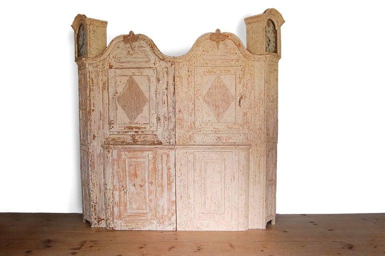 Unusual Pair of Gustavian Corner Clock Cabinets, Origin Mora, Sweden, Circa 1780 For Sale 3