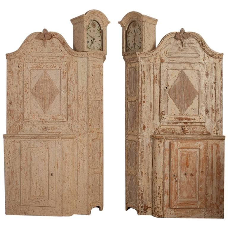 Unusual Pair of Gustavian Corner Clock Cabinets, Origin Mora, Sweden, Circa 1780 For Sale
