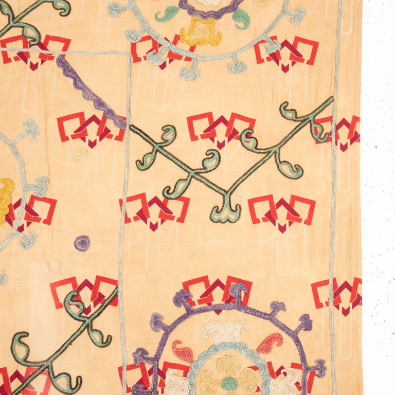 Unusual Suzani Done on a Printed Cotton, Uzbekistan, Early 20th Century In Good Condition In Istanbul, TR