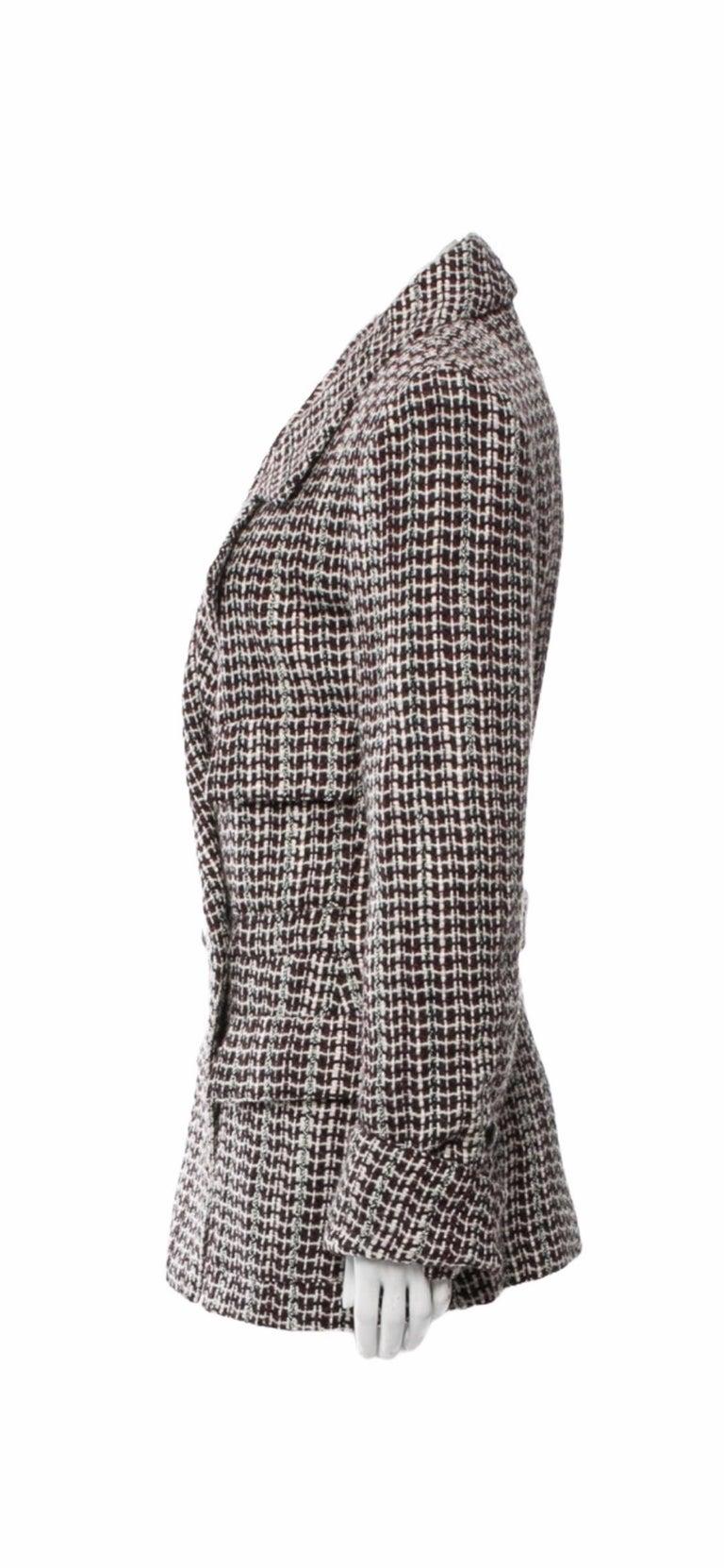 UNWORN Chanel Tweed & Sequins CC Logo Button Short Coat Jacket Blazer In Excellent Condition For Sale In Switzerland, CH