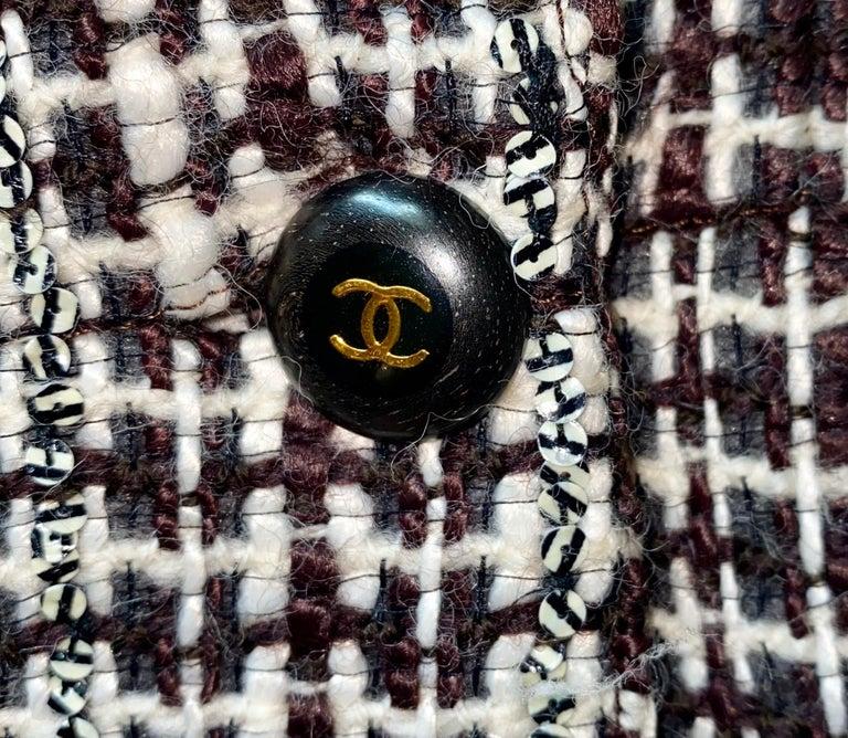 Women's UNWORN Chanel Tweed & Sequins CC Logo Button Short Coat Jacket Blazer For Sale