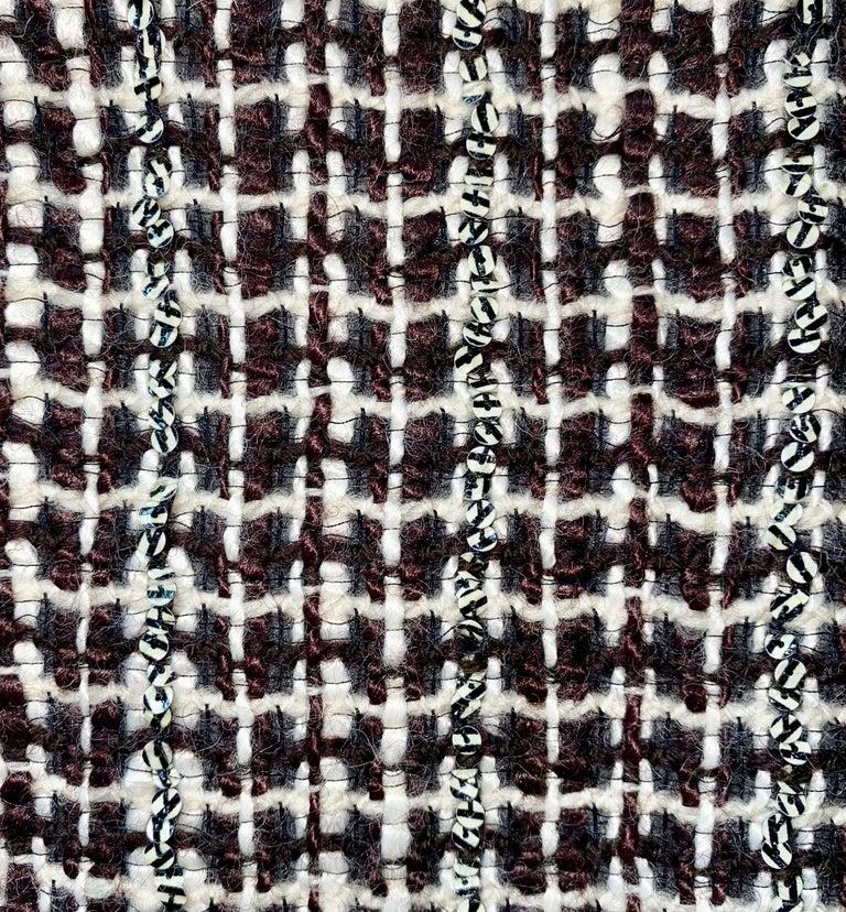 UNWORN Chanel Tweed & Sequins CC Logo Button Short Coat Jacket Blazer For Sale 2