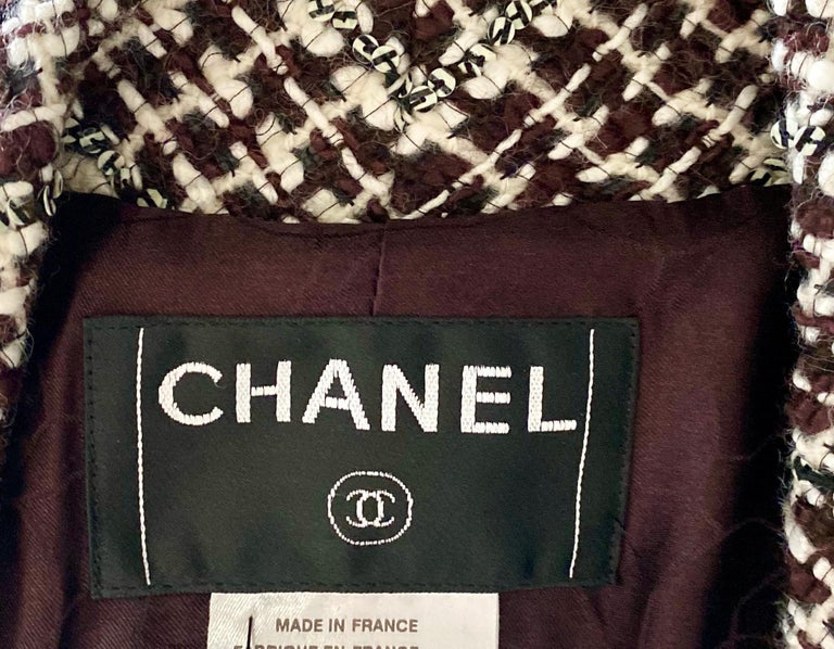UNWORN Chanel Tweed & Sequins CC Logo Button Short Coat Jacket Blazer For Sale 3