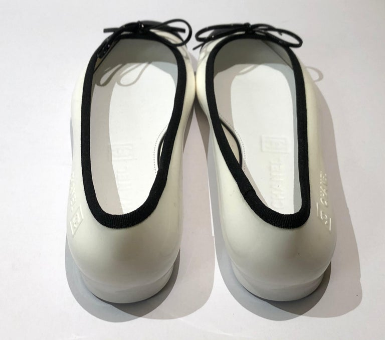 Beige Unworn Chanel white and black flats  For Sale
