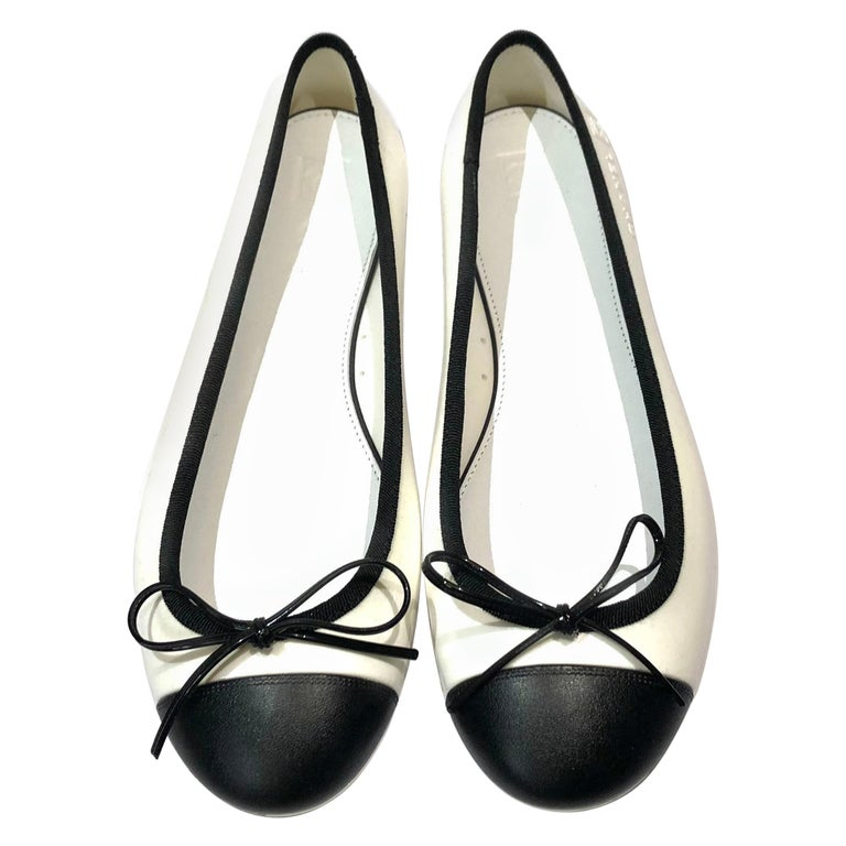 Unworn Chanel white and black flats  For Sale