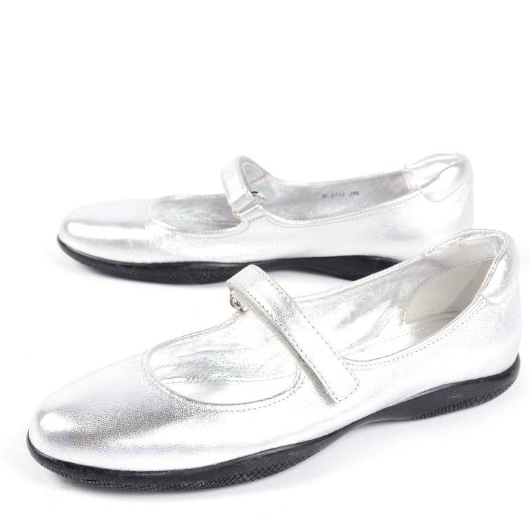 Unworn Prada Sport Silver Metallic Flats Mary Jane Leather Shoes Italian 39.5 In New Condition For Sale In Portland, OR