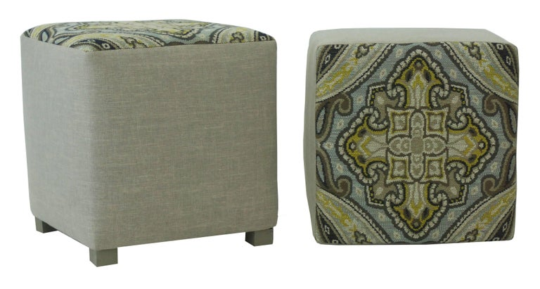 Upholstered Cube Ottoman In New Condition For Sale In Westport, CT
