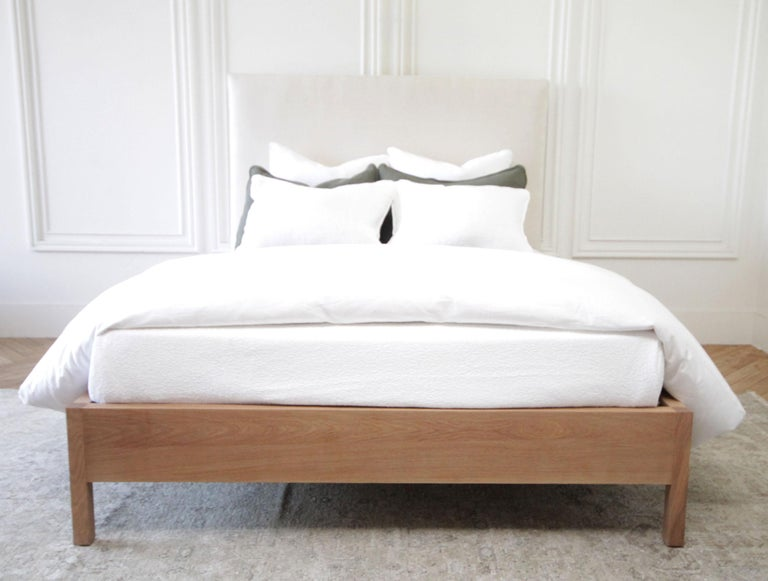 North American Upholstered Linen and Solid Oak Platform Bed in Queen Size For Sale