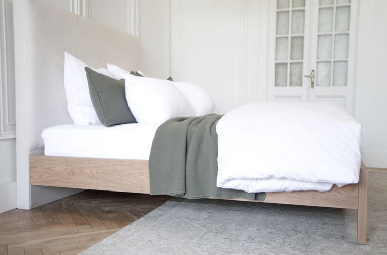 Contemporary Upholstered Linen and Solid Oak Platform Bed in Queen Size For Sale