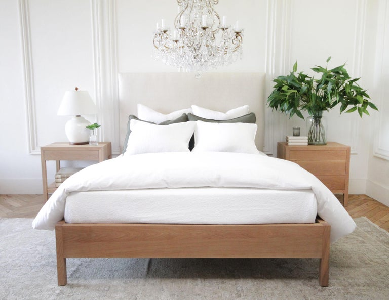 Upholstered Linen and Solid Oak Platform Bed in Queen Size For Sale 3