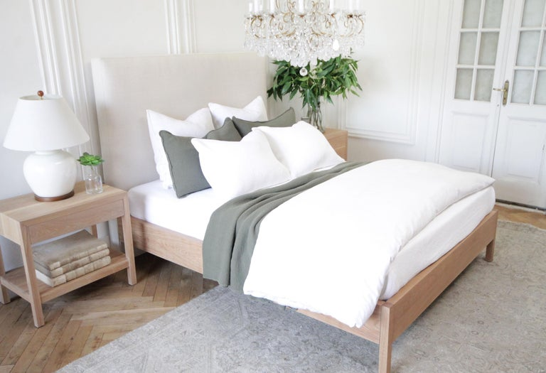 Upholstered Linen and Solid Oak Platform Bed in Queen Size For Sale 4