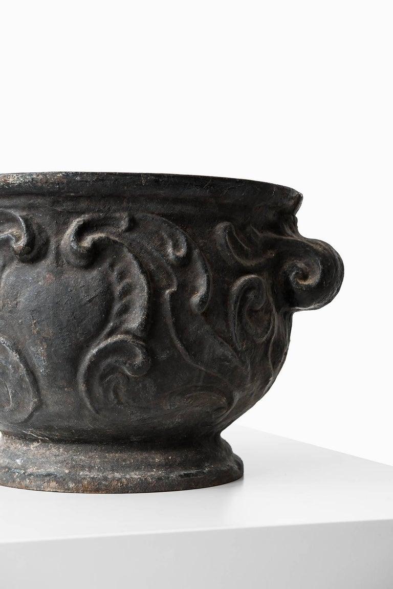 Scandinavian Modern Urn / Planter 'Barockurnan' in Cast Iron by Näfveqvarns Bruk in Sweden For Sale