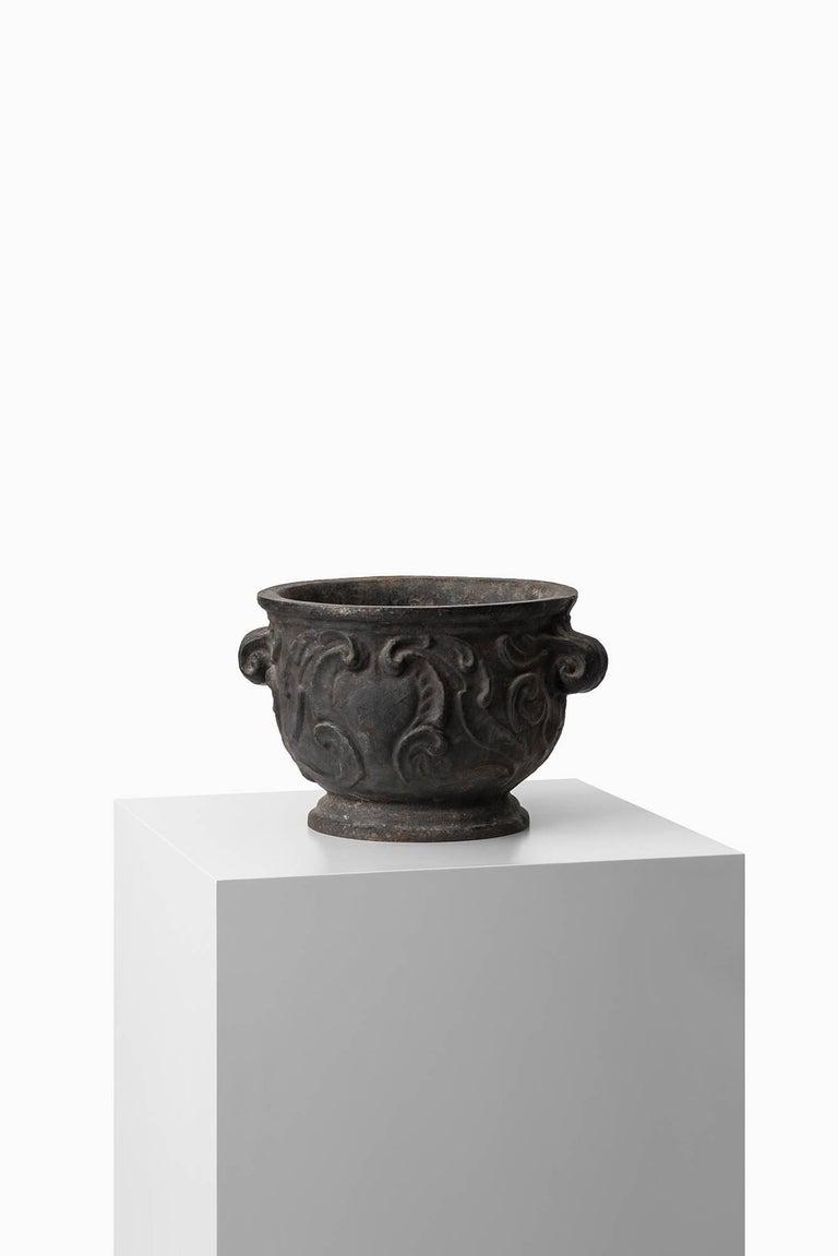 Swedish Urn / Planter 'Barockurnan' in Cast Iron by Näfveqvarns Bruk in Sweden For Sale