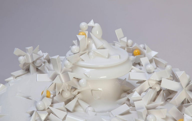 'Urna' by Andrea Salvatori, White Ceramic Sculpture 21st Century Contemporary In New Condition For Sale In London, GB