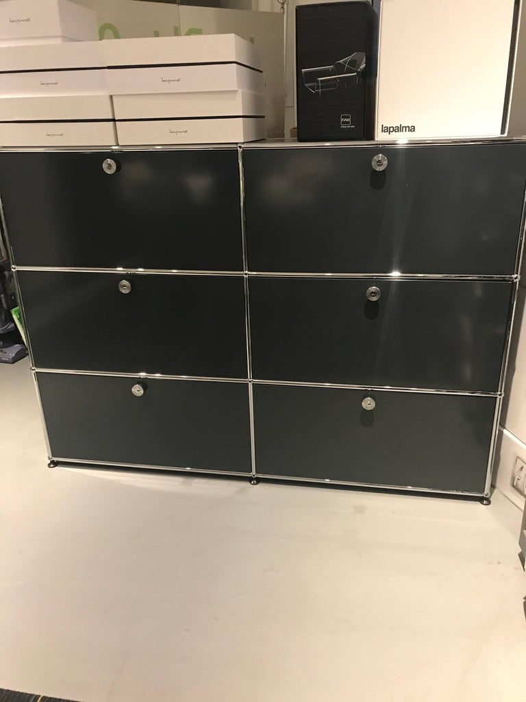 Anthracite with four top drop down doors and two bottom extension drawers with filing anthracite Designed by Swiss architects Fritz Haller and Paul Schaerer. Made from powder-coated steel and chrome-plated steel tubes. USM is built to last for