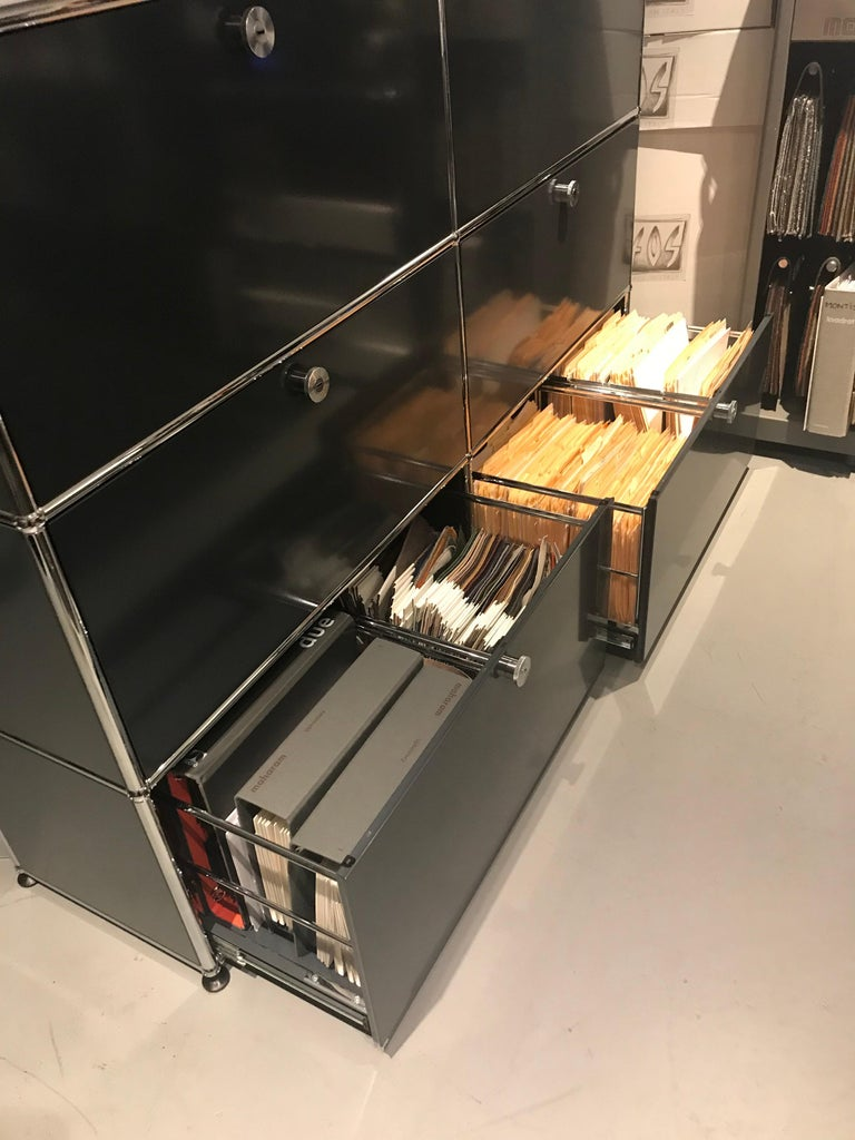 USM Haller Storage Unit In Excellent Condition For Sale In New York, NY