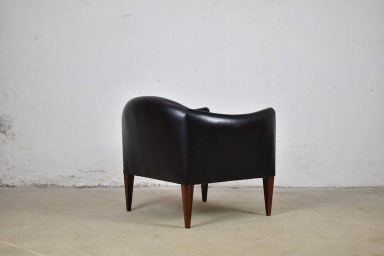 Scandinavian Modern V12 Easy Chair by Illum Wikkelsø for Søren Willadsen Møbelfabrik, Denmark, 1960s For Sale