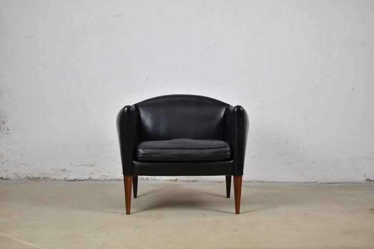 Danish V12 Easy Chair by Illum Wikkelsø for Søren Willadsen Møbelfabrik, Denmark, 1960s For Sale