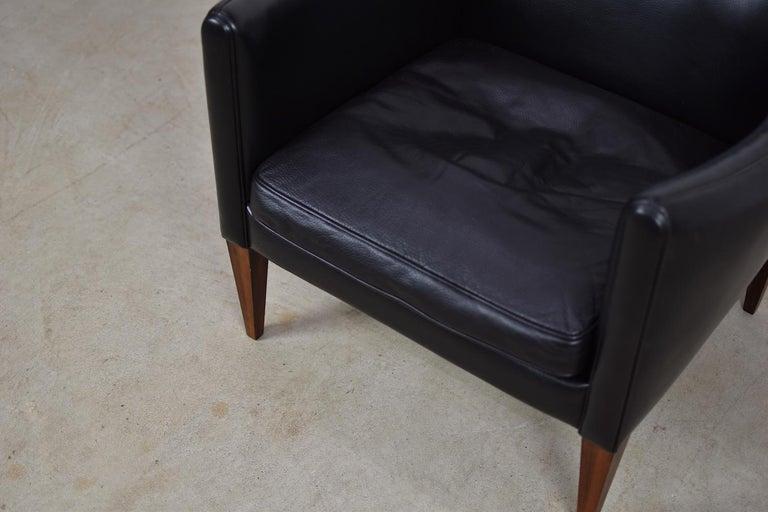 V12 Easy Chair by Illum Wikkelsø for Søren Willadsen Møbelfabrik, Denmark, 1960s In Good Condition For Sale In Antwerp, BE