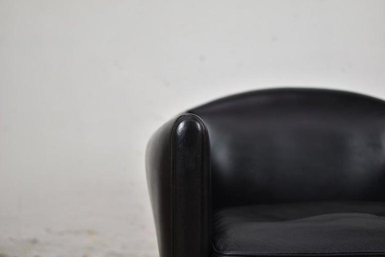 Leather V12 Easy Chair by Illum Wikkelsø for Søren Willadsen Møbelfabrik, Denmark, 1960s For Sale