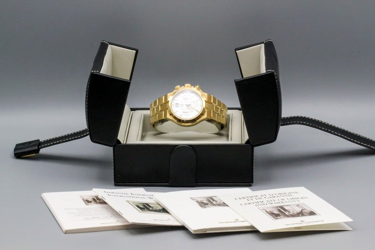 Vacheron Constantin 18 Karat Yellow Gold Overseas Men's Chronograph Wristwatch In Good Condition In New York, NY