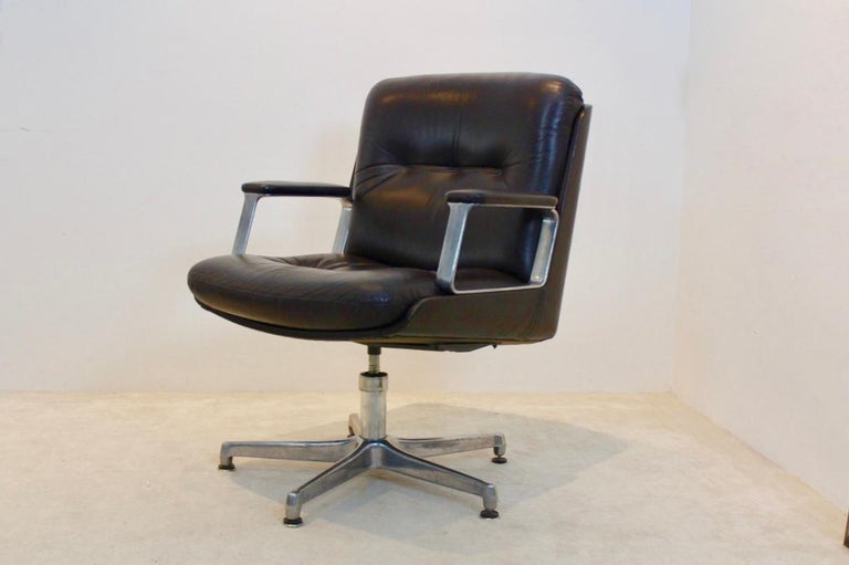 Mid-Century Modern Vaghi Executive Leather Swivel Chair, Italy For Sale