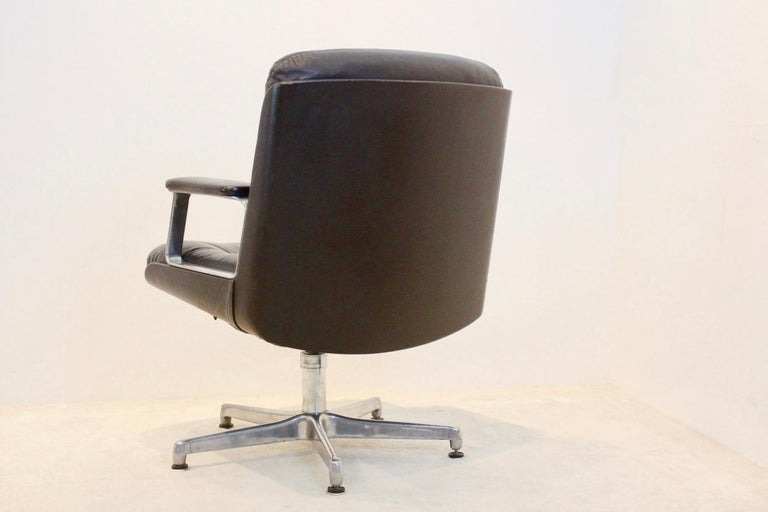 Italian Vaghi Executive Leather Swivel Chair, Italy For Sale