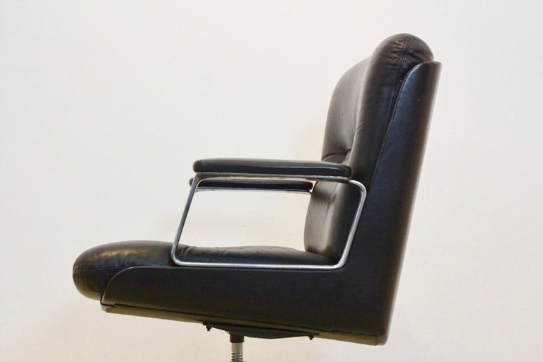 Vaghi Executive Leather Swivel Chair, Italy In Good Condition For Sale In Voorburg, NL