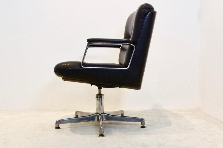 Vaghi Executive Leather Swivel Chair, Italy For Sale 1